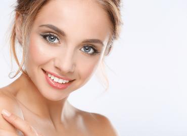 Как да забавим появата на бръчки около очите