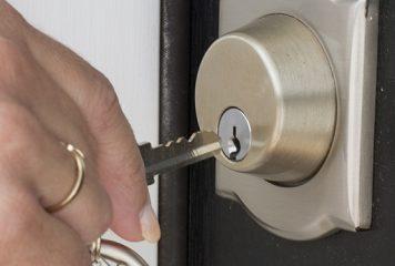 Какво да правим, ако ключалката заяжда?