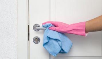 Как бързо и ефикасно да почиствате интериорните си врати?