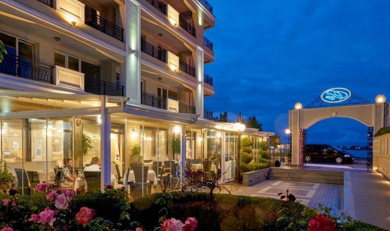 хотел в Поморие на брега на морето